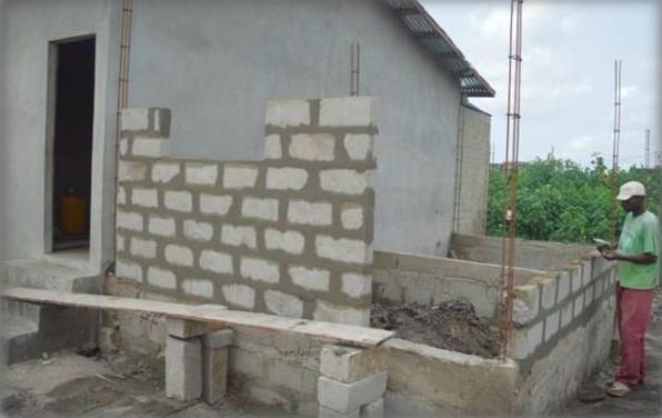 Reconstruction de l'habitation de la famille AHLONSOU